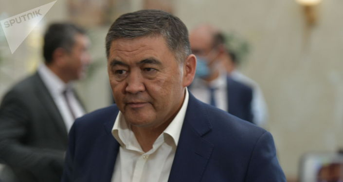 Политик Камчыбек Ташиев на внеочередноем заседании Жогорку Кенеша в госрезиденции Ала-Арча