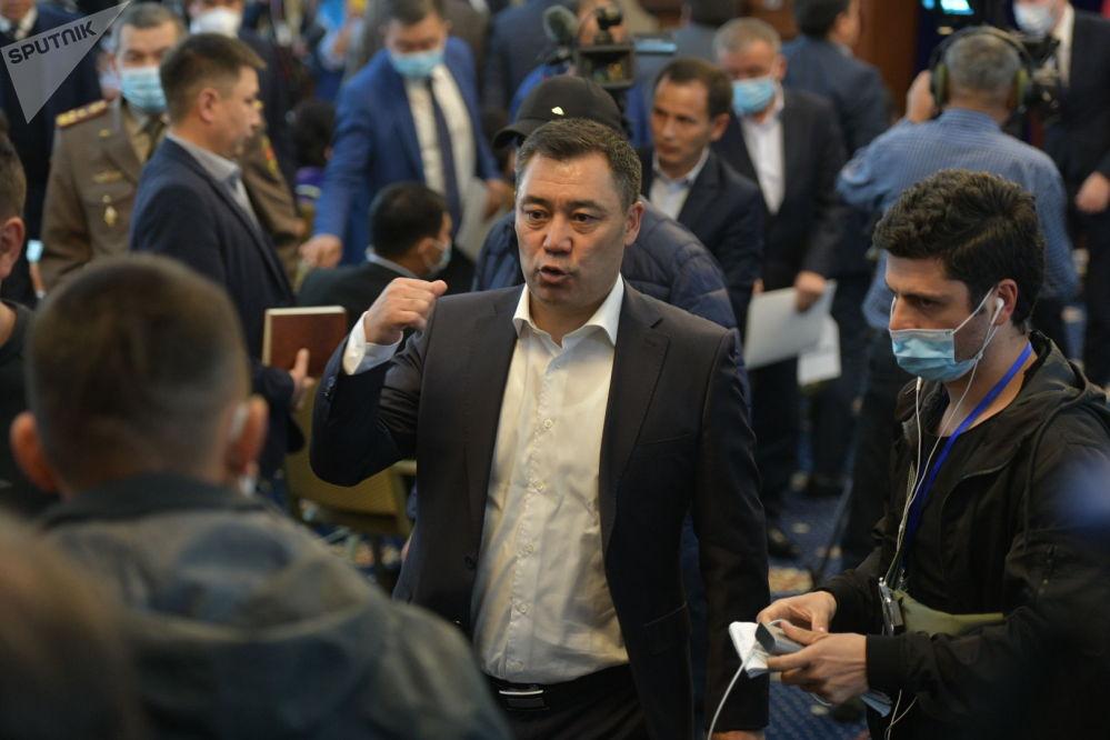 Занимающий пост премьер-министра Садыр Жапаров на внеочередноем заседании Жогорку Кенеша в госрезиденции Ала-Арча