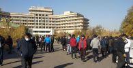 Бишкектеги президент Сооронбай Жээнбековке каршы митинг