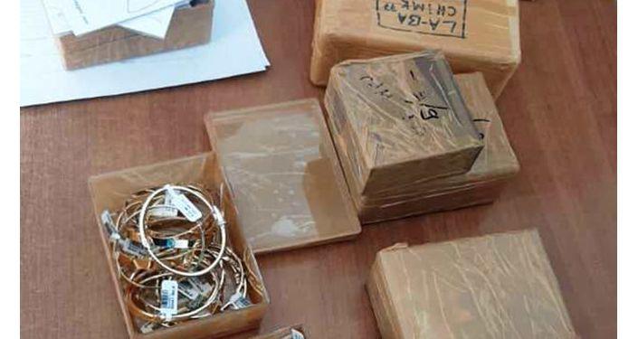 Золото общей суммой в 10,2 миллиона сом, которое пытались вывезти в Казахстан через КПП Чалдыбар. 15 октября 2020 года