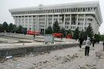 Пожарная машина у здания Жогорку Кенеша, захваченной протестующими против результатов парламентских выборов в Бишкеке, Кыргызстан, 6 октября 2020