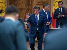 Бешинчи президент кантип кетти. Жээнбековдун отставкасынан сүрөт түрмөк
