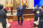 Сооронбай Жээнбеков бүгүн расмий түрдө президенттик кызматын тапшырып кетти. Узатуу иш-чарасы Ала-Арча мамлекеттик резиденциясында өтүп, ага Жогорку Кеңештин депутаттары, премьер-министр жана өкмөт мүчөлөрү катышты.