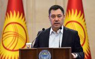 Премьер-министр Садыр Жапаров выступает на внеочередном заседании парламента в государственной резиденции Ала-Арча в Бишкеке
