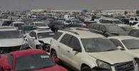 Тысячи автомобилей оказались на свалке в пустыне недалеко от Дубая. Одни машины оказались здесь после аварий, владельцы не захотели их ремонтировать.