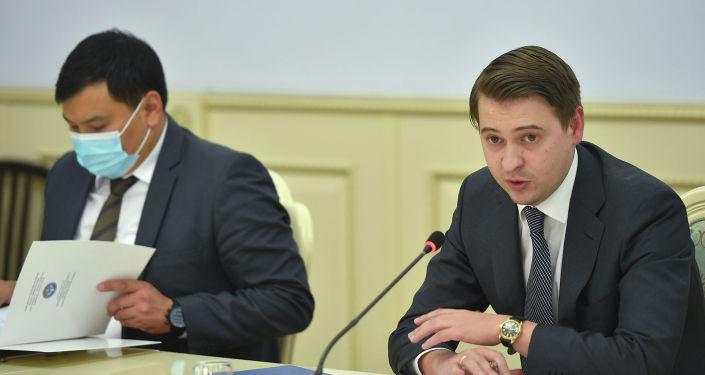 Первый вице-премьер-министр Кыргызстана Артем Новиков на встрече с представителями бизнес-ассоциаций страны