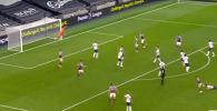 Английский клуб Вест Хэм сумел совершить тяжелейший камбэк против Тоттэнхема, забив три гола в конце игры.