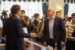 Жогорку Кеңештин бирдиктиүү комитетинин жыйынында депутаттар Алтынбек Сулайманов менен Канатбек Керезбековдун ортосунда пикир келишпестик жаралып, жакалашканга чейин барышты