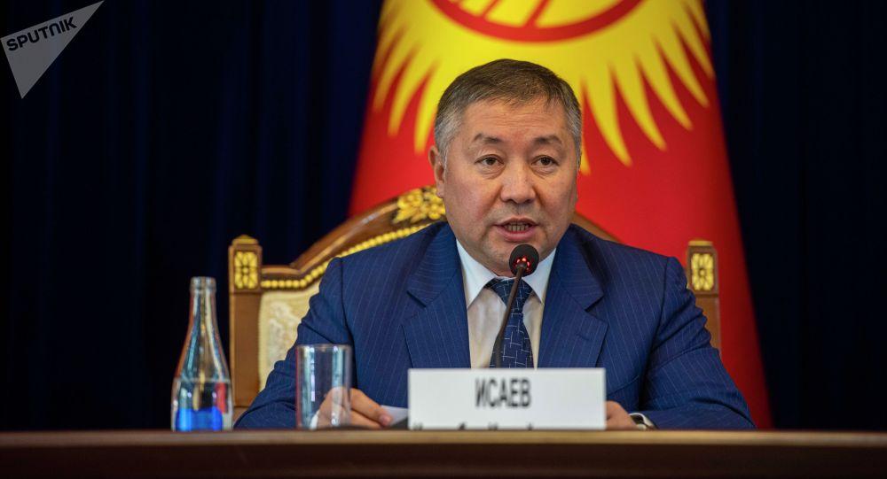Спикер Канат Исаев на внеочередном заседании Жогорку Кенеша в госрезиденции Ала-Арча