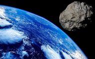 Астероид около планеты земля. Иллюстративное фото