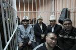 Сот залындагы Камчыбек Ташиев, Садыр Жапаров жана Талант Мамытов. Архив