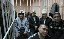 Камчыбек Ташиев, Садыр Жапаров и Талант Мамытов во время заседания суда в Бишкеке. Архивное фото