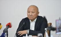 Нариман Тюлеев во время пресс-конференции