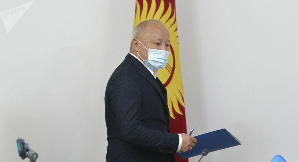 И.о. мэра Бишкека Нариман Тюлеев во время пресс-конференции. 20 октября 2020 года