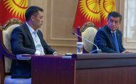Президент Кыргызстана Сооронбай Жээнбеков и премьер-министр Садыр Жапаров на внеочередном заседании Жогорку Кенеша в госрезиденции Ала-Арча. Архивное фото