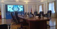 Пустой зал перед заседанием центральной избирательной комиссии в Бишкеке. Архивное фото
