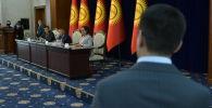 Депутаты Жогорку Кенеша на заседании в госрезиденции Ала-Арча. 21 октября 2020 года