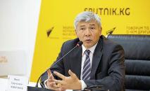 Вице-премьер-министр Максат Мамытканов во время выступления в рамках онлайн-брифинга в мультимедийном пресс-центре Sputnik Кыргызстан