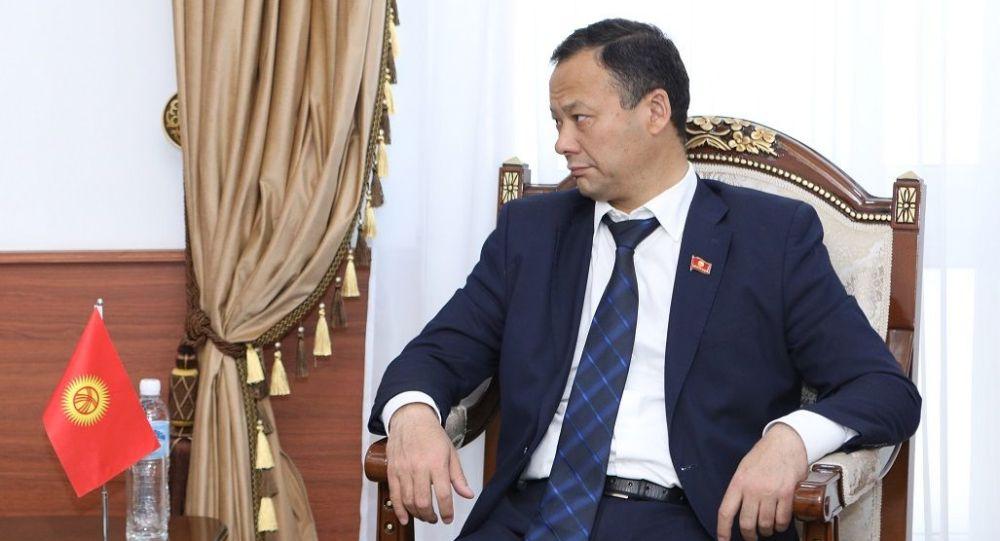 ТИМ жетекчиси Руслан Казакбаев. Архивдик сүрөт