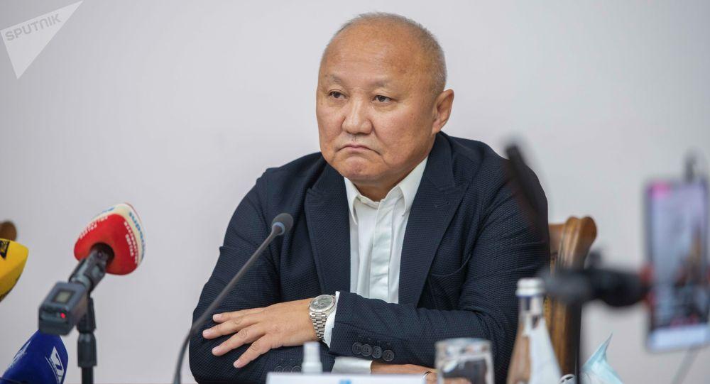 Первый вице-мэра Бишкека Нариман Тюлеев во время пресс-конференции