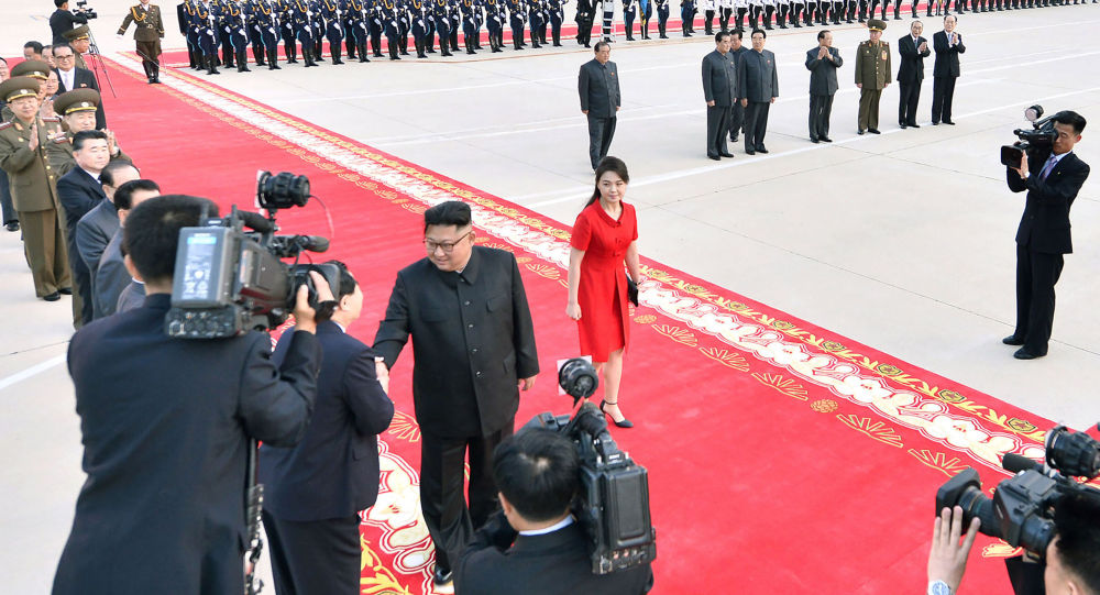 Лидер КНДР Ким Чен Ын и его жена Ли Соль Чжу. Архивное фото