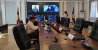 Сотрудники Центральной избирательной комиссии по выборам и проведению референдумов, где проворят обыск и выемку документов следователи МВД