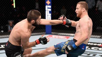 Хабиб Нурмагомедов и Джастин Гэтжи в бою за титул чемпиона UFC в легком весе