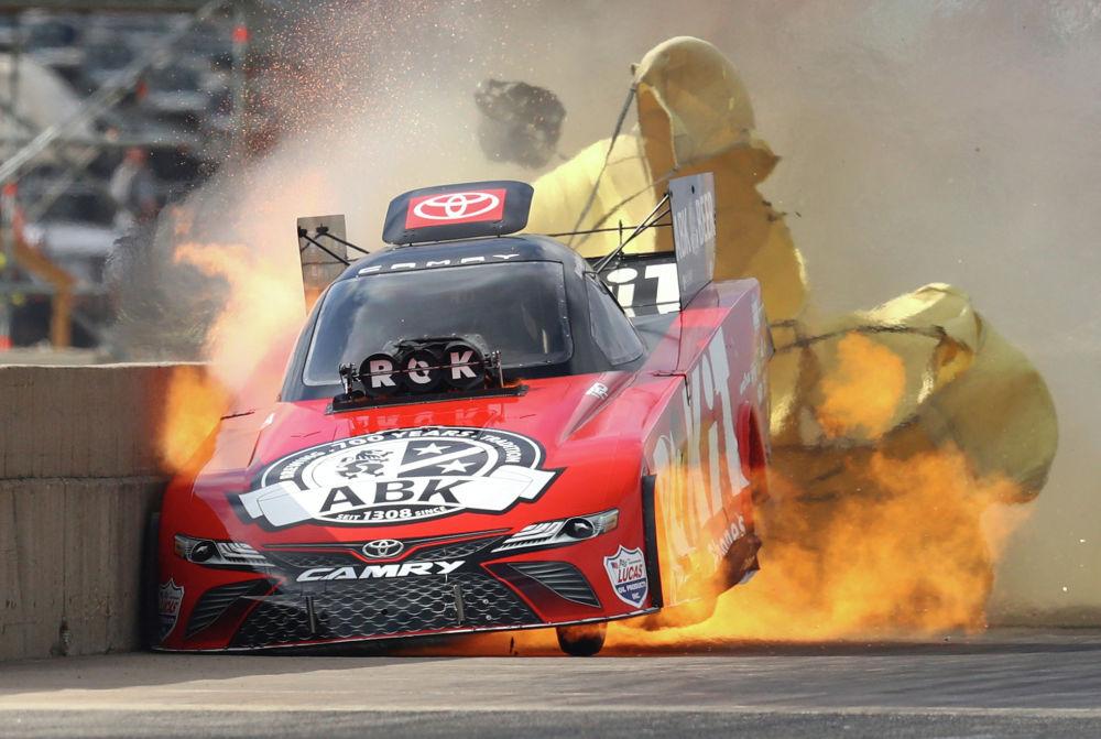 Возгорание двигателя автомобиля на гонках Fall Nationals в Техасе (США)
