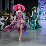 Модели демонстрируют одежду из коллекции Julia Dalakian в рамках Недели моды Mercedes Benz Fashion Week Russia в лофте Надежда.