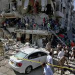 Поисково-спасательная операция после взрыва в Карачи