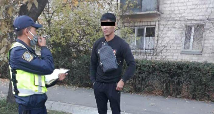 Водитель автомашины BMW X5 с подложным госномером. Бишкек, 25 октября 2020 года