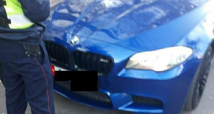 Автомобиль BMW X5 с подложным госномером. Бишкек, 25 октября 2020 года