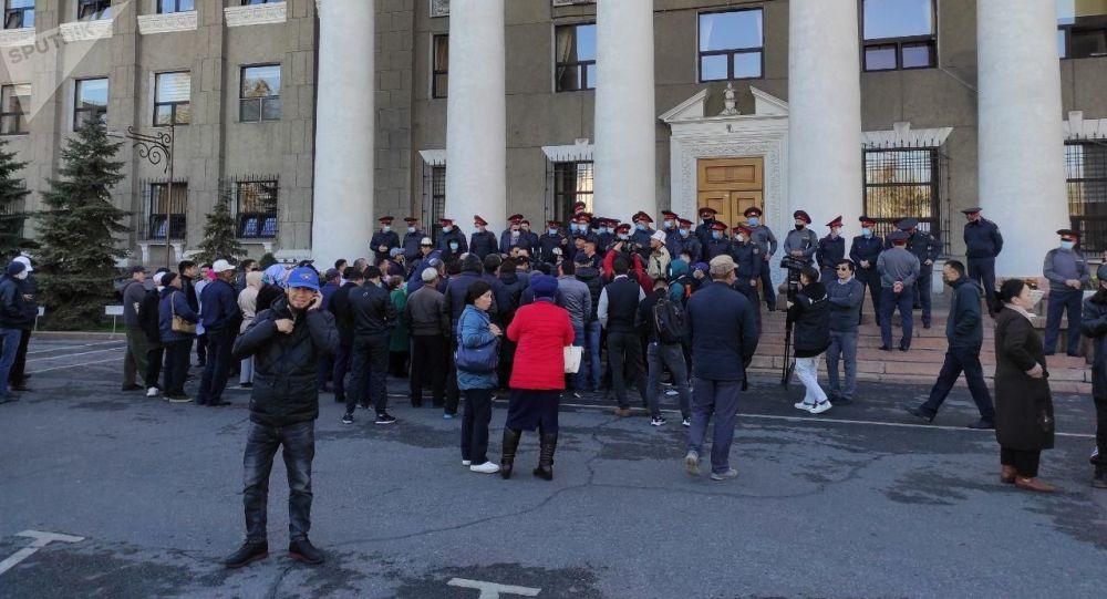 Бишкек мэриясынын алдындагы митинг