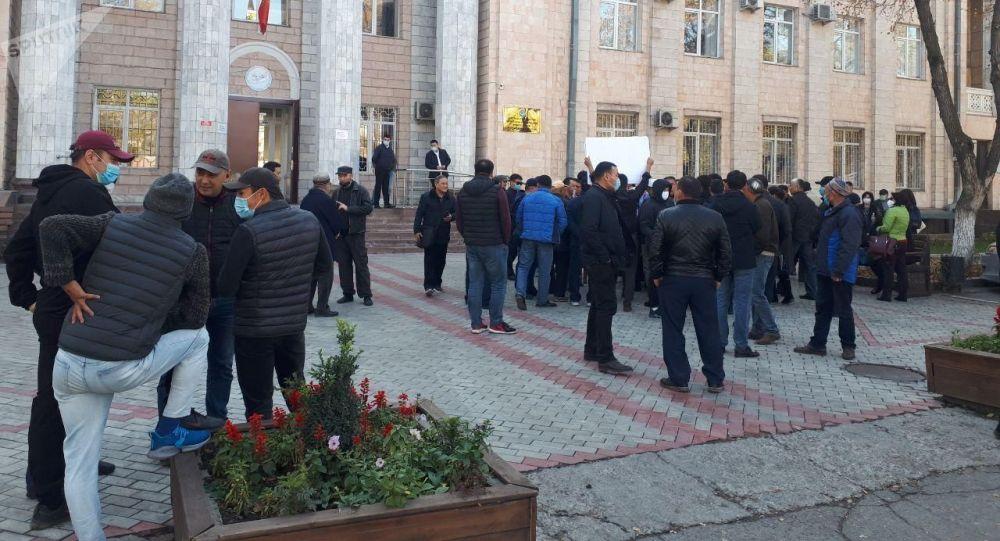 Митинг у здания Центральной комиссии в Бишкеке