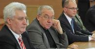 Академик РАН, экс-секретарь Совета безопасности России Андрей Кокошин (в центре). Архивное фото