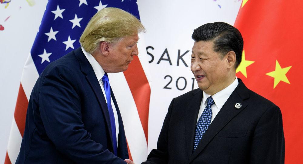 Кытайдын лидери Си Цзиньпин жана АКШнын президенти Дональд Трамп. Архив