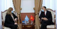 Первый заместитель министра иностранных дел КР Нуран Ниязалиев во время встерчи с специальным представителя Генерального секретаря ООН по Центральной Азии Натальей Герман