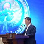 Премьер-министр Кыргызской Республики Садыр Жапаров во время принесения присяги на заседании Жогорку Кенеша в государственной резиденции Ала-Арча. 28 октября 2020 года