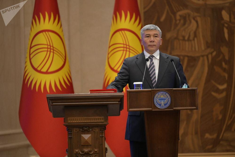 Вице-премьер-министр Кыргызской Республики Максат Мамытканов во время принесения присяги на заседании Жогорку Кенеша в государственной резиденции Ала-Арча. 28 октября 2020 года