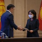 Вице-премьер-министр Кыргызской Республики Эльвира Сурабалдиева во время принесения присяги на заседании Жогорку Кенеша в государственной резиденции Ала-Арча. 28 октября 2020 года