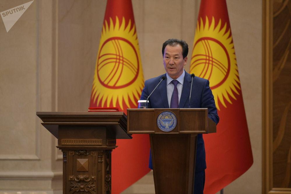 Руководитель Аппарата Правительства Бактыбек Аманбаев во время принесения присяги на заседании Жогорку Кенеша в государственной резиденции Ала-Арча. 28 октября 2020 года