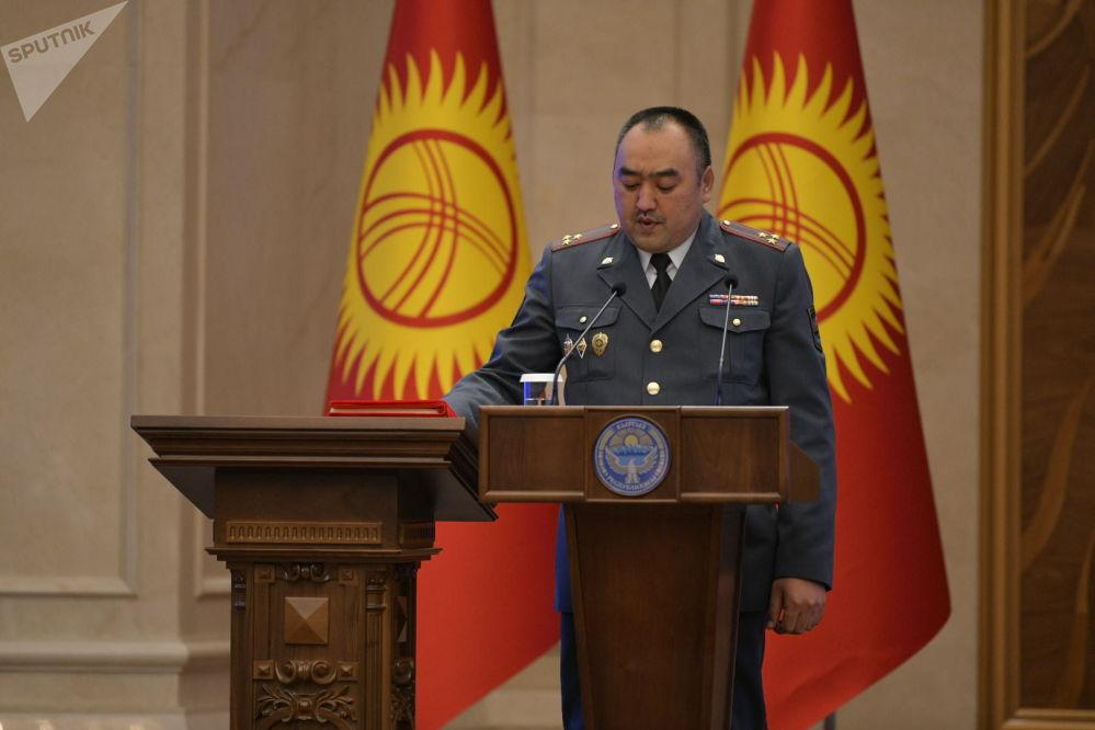 Министр внутренних дел Улан Ниязбеков во время принесения присяги на заседании Жогорку Кенеша в государственной резиденции Ала-Арча. 28 октября 2020 года