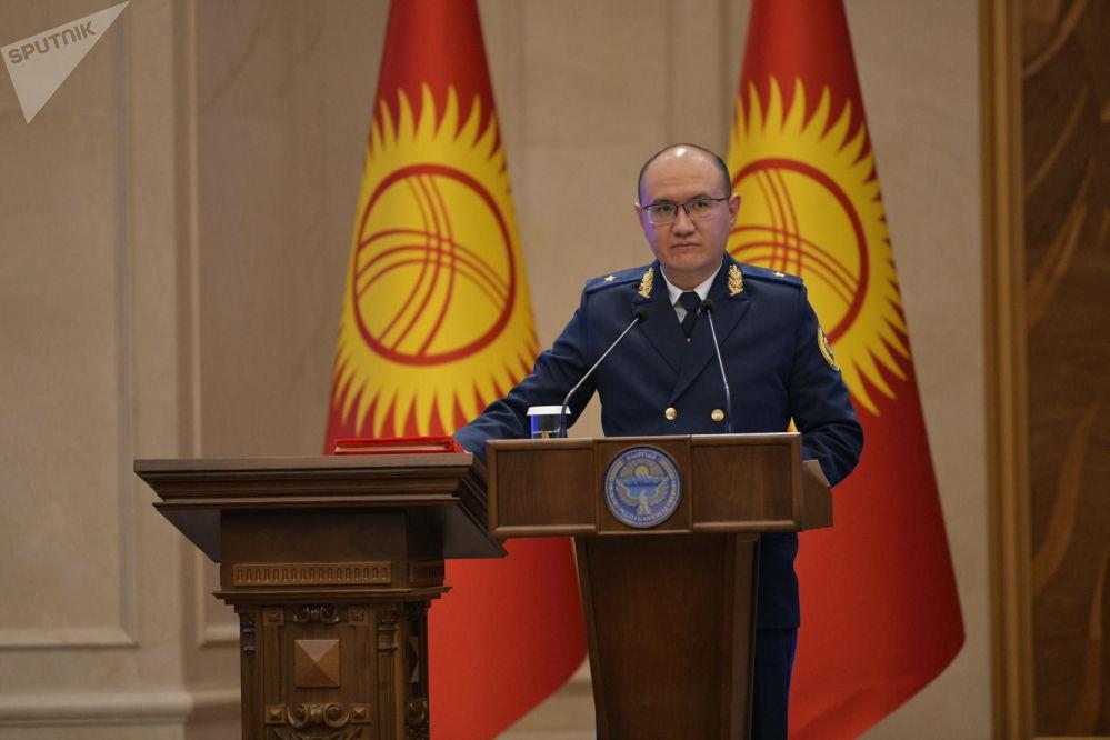 Министр юстиции Марат Джаманкулов во время принесения присяги на заседании Жогорку Кенеша в государственной резиденции Ала-Арча. 28 октября 2020 года