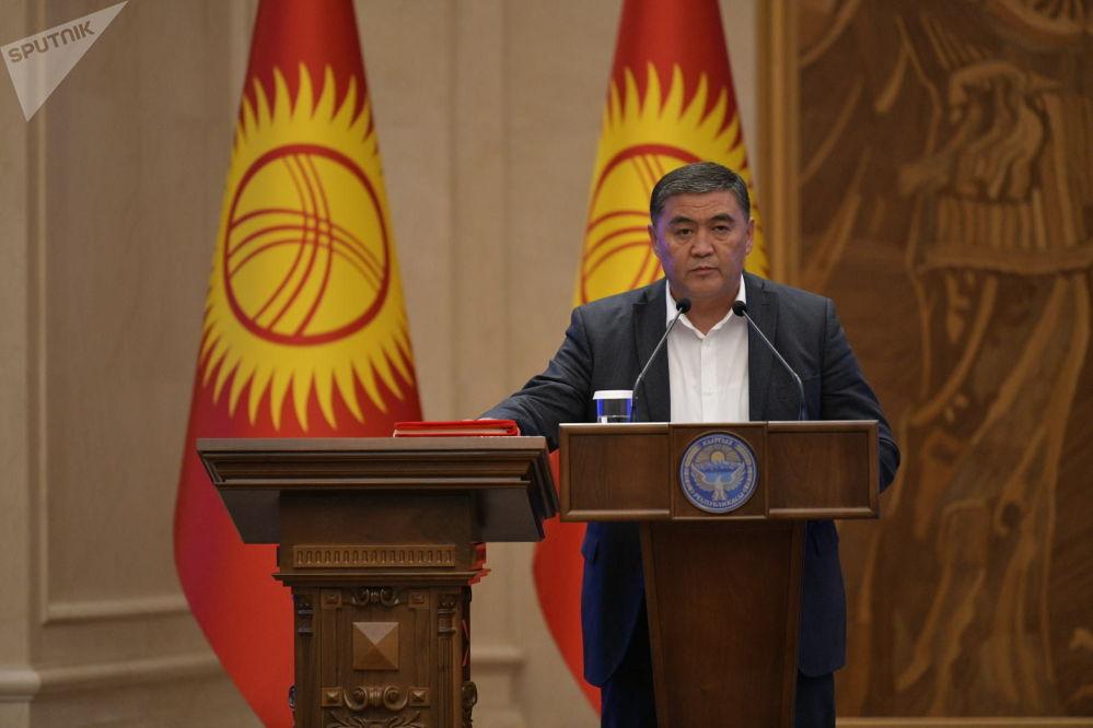 Председатель Государственного комитета национальной безопасности Камчыбек Ташиев во время принесения присяги на заседании Жогорку Кенеша в государственной резиденции Ала-Арча. 28 октября 2020 года
