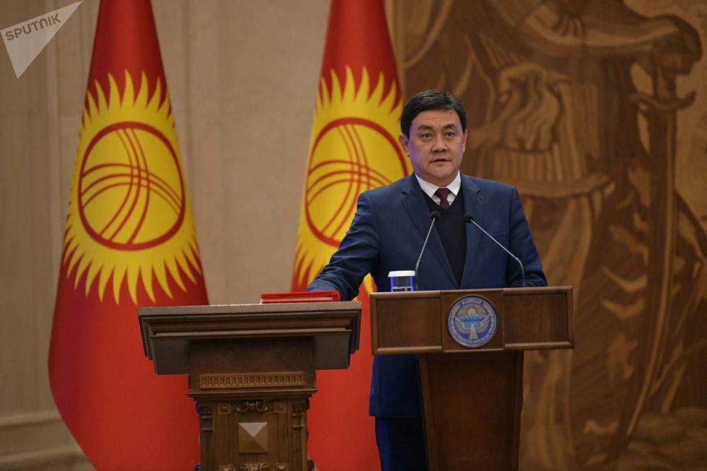 Министр экономики Санжар Муканбетов также работал при предыдущем правительства во главе с Кубатбеком Бороновым.
