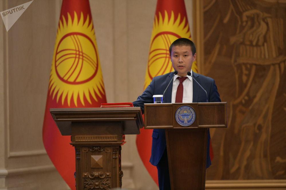 Министр сельского хозяйства, пищевой промышленности и мелиорации Тилек Токтогазиев во время принесения присяги на заседании Жогорку Кенеша в государственной резиденции Ала-Арча. 28 октября 2020 года