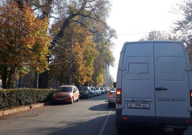 Затор на пересечении улиц Чуй и Тыныстанова