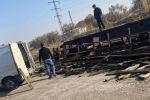 Кыргыз темир жолу ишканасында вагондорду араалап салышкан