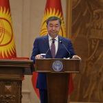 Председатель Государственного комитета промышленности, энергетики и недропользования Жыргалбек Сагынбаев во время принесения присяги на заседании Жогорку Кенеша в государственной резиденции Ала-Арча. 28 октября 2020 года