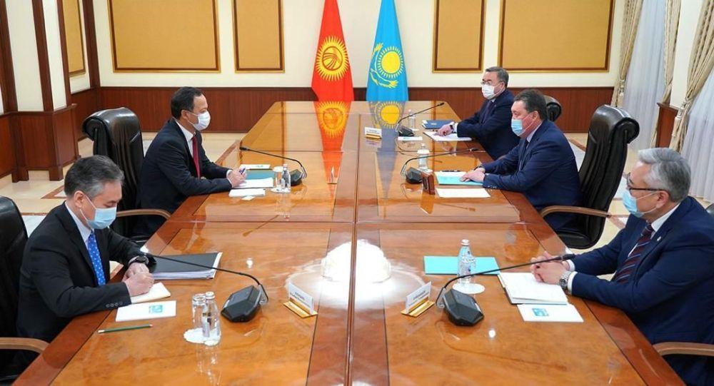 Кыргызстандын тышкы иштер министри Руслан Казакбаев Нур-Султанга болгон иш сапарынын алкагында Казакстандын өкмөт башчысы Аскар Мамин менен жолугушуусу
